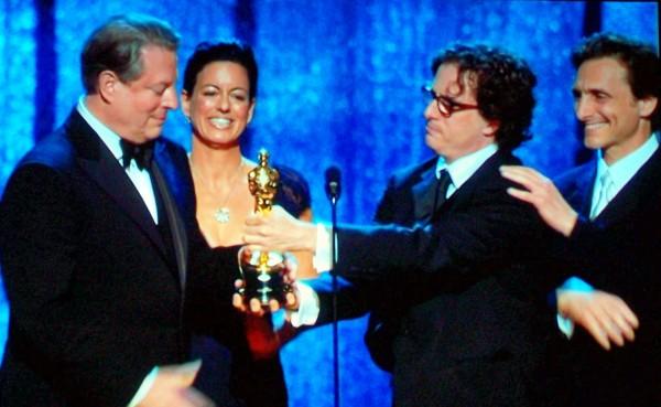 Gore_Gets_Oscar_07