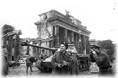 brandenburg_gate_1945