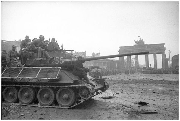 russian-tanks-berlin-brandenburg-gate-second-world-war-1945